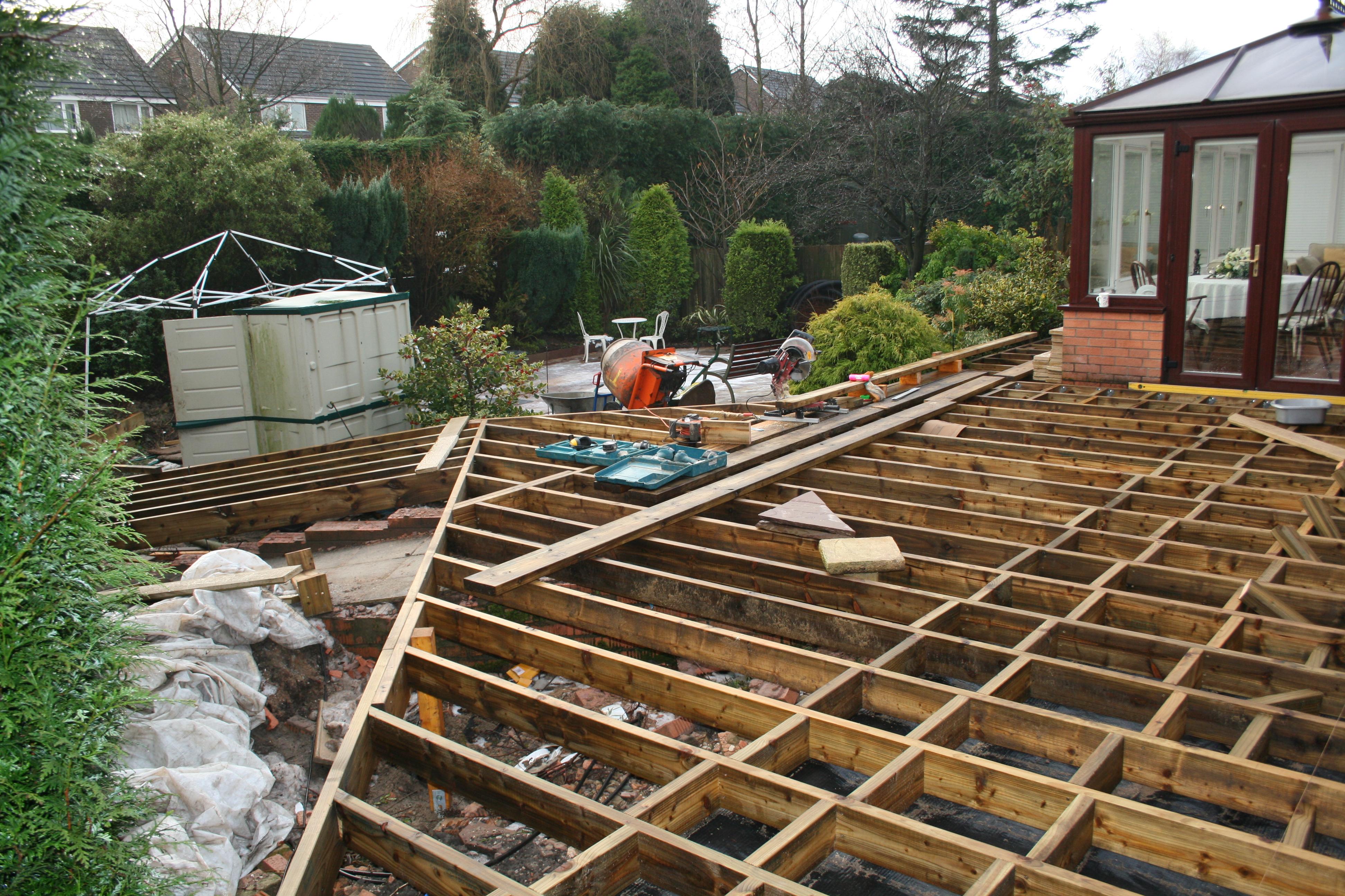 Low maintenance gardens with oak style non slip low zero for Garden decking non slip
