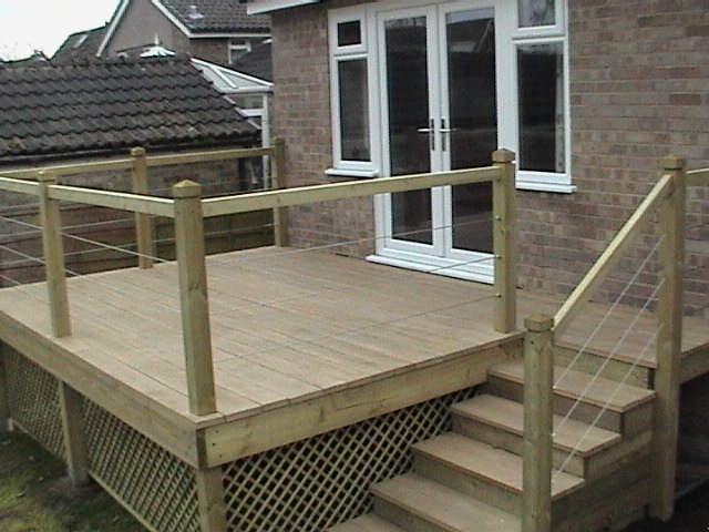 Low maintenance gardens with oak style non slip low zero for Low maintenance decking