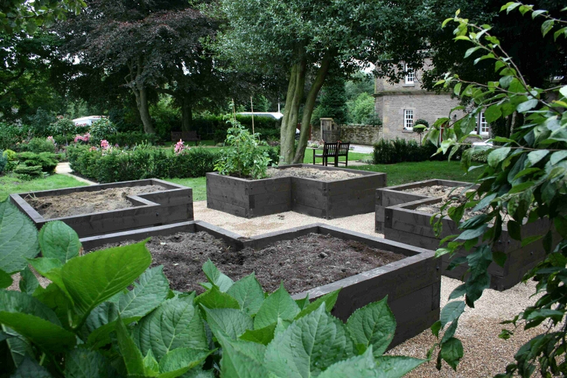 Garden design by qualified garden designers and landscape for Best garden designers
